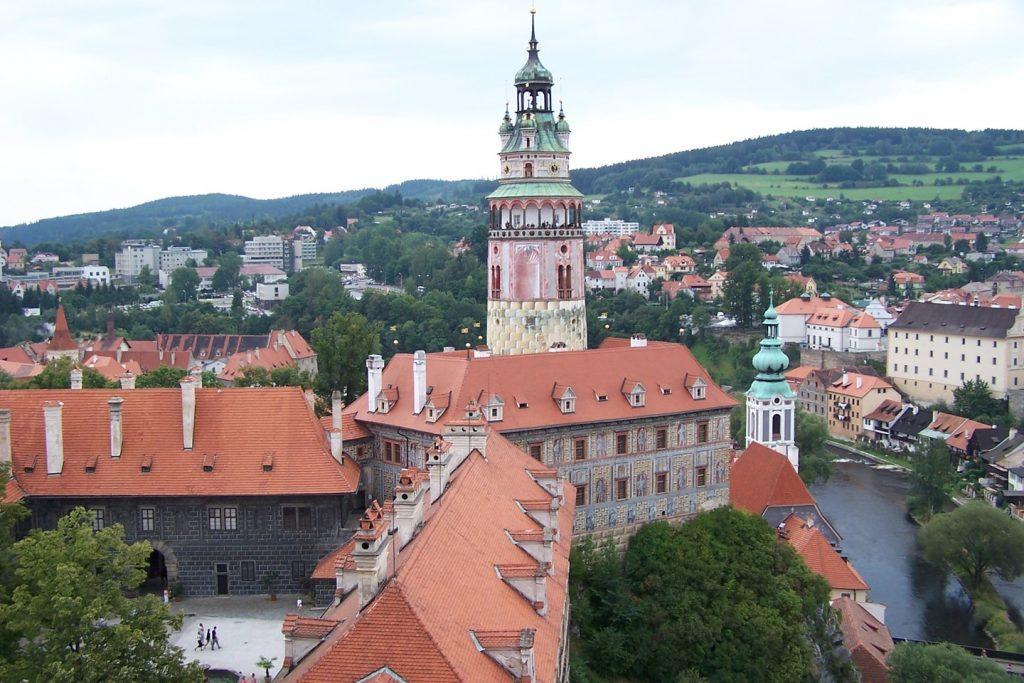 Torre imponente que faz parte do castelo de Cesky Krumlo, cidade do sul da Rep. Tcheca