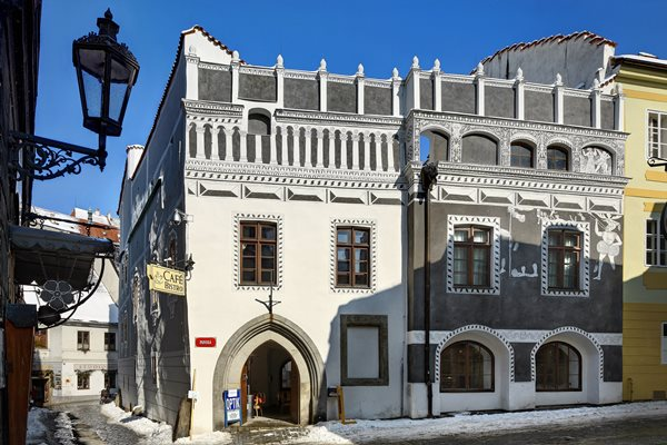 edifício que reúne os estilos gótico, renascentista e barroco no centro histórico de Cesky krumlov, cidade medieval da República Tcheca