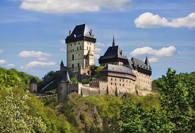 castelo de Karlstejn: típico castelo da Idade Média