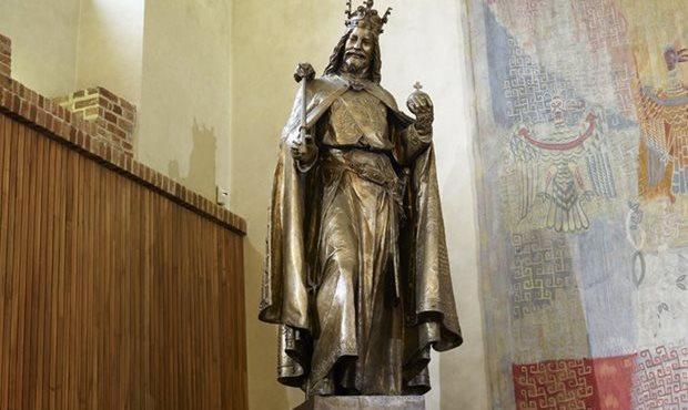 estátua do rei Carlos IV, rei tcheco e do império romano-germanico