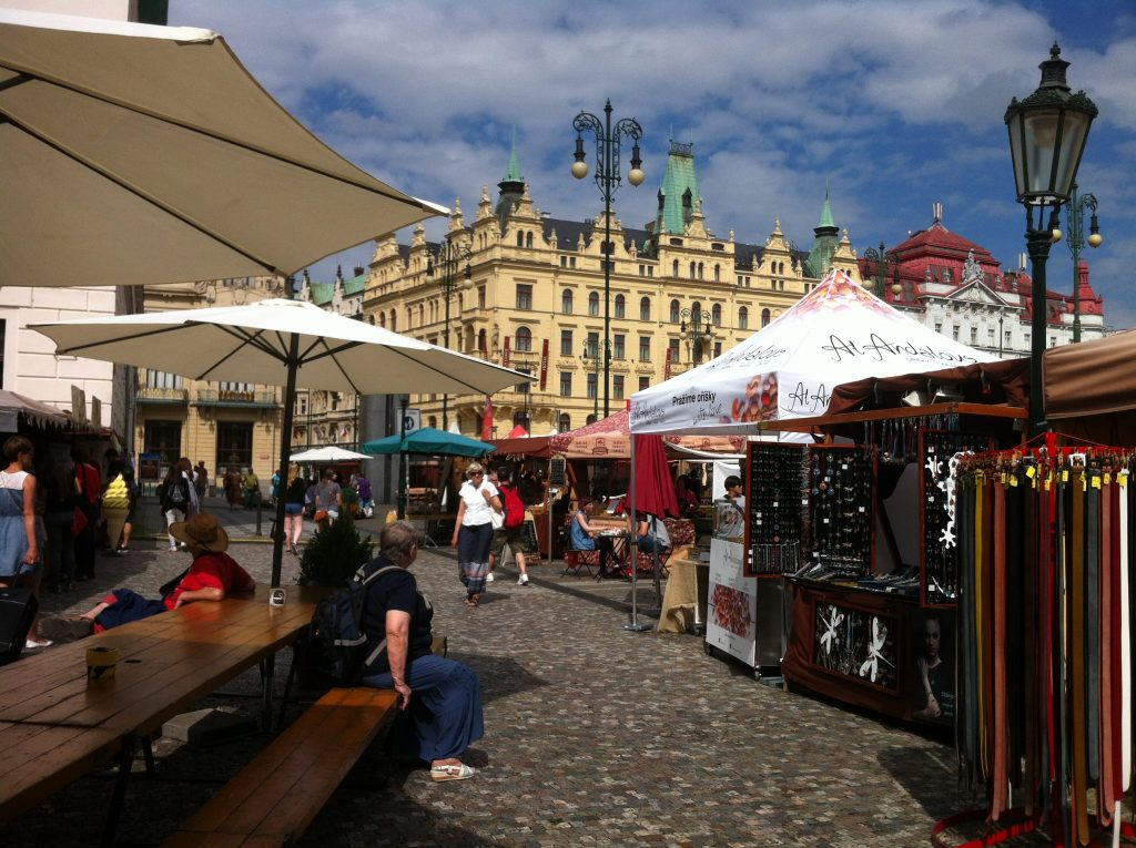 feira de rua no centro de Praga