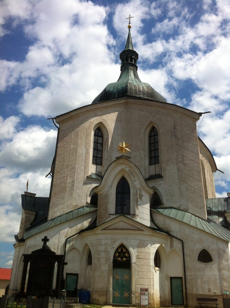 Igreja de São João Nepomuceno com uma arquitetura inusitada com 5 portas, 5 capelas e 5 altares
