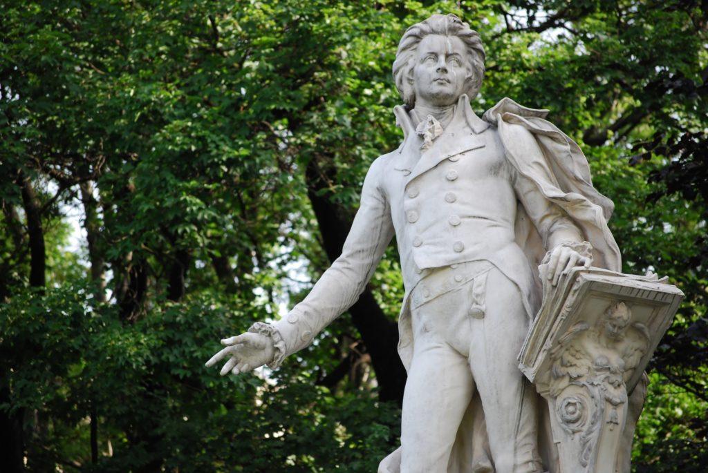 estátua de Mozart em Praga