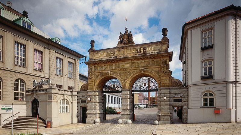 lendário portão de entrada da cervejaria Pilsner Urquell em Pilsen