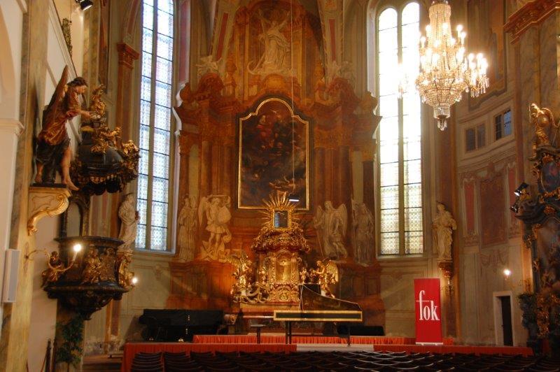 Interior em estilo barroco da Igreja de São Simón e São Judas, em Praga, Rep. Tcheca