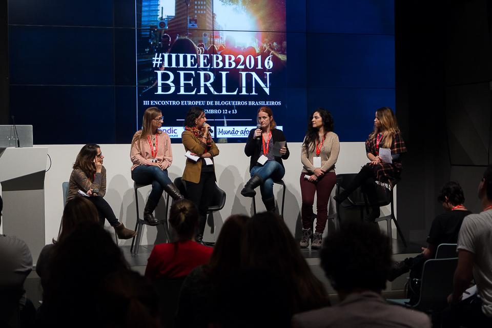 Cinco blogueiras e a moderadora Rode no palco do EEBB 2016 discutem as suas atuações nas Redes Sociais