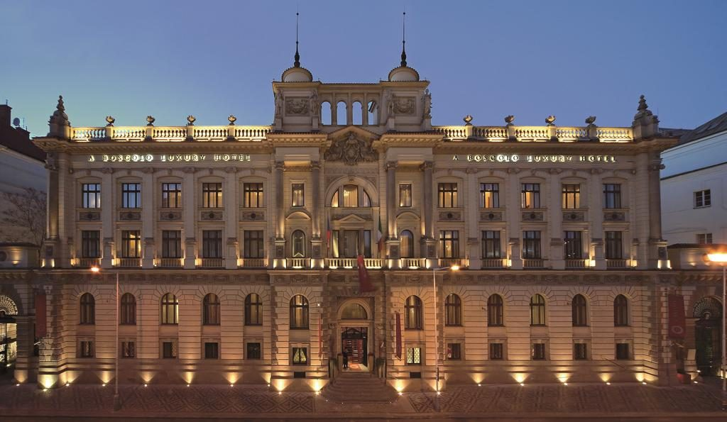 Prédio imponente do século 19, onde funciona o hotel Boscolo, no centro de Praga, República Tcheca