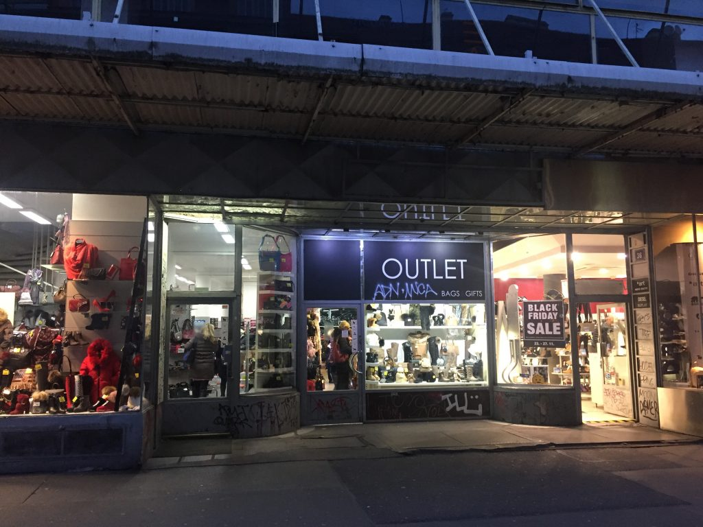 Fachada da loja Outlets em Praga