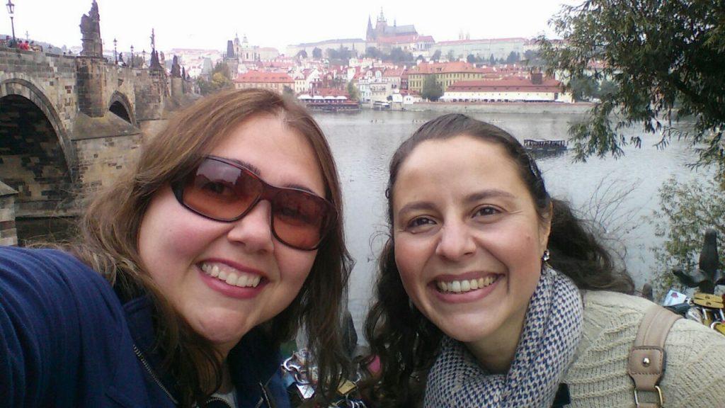 Cliente do Praga Boêmia, Gleicy Pereira, e Raquel, autora do blog