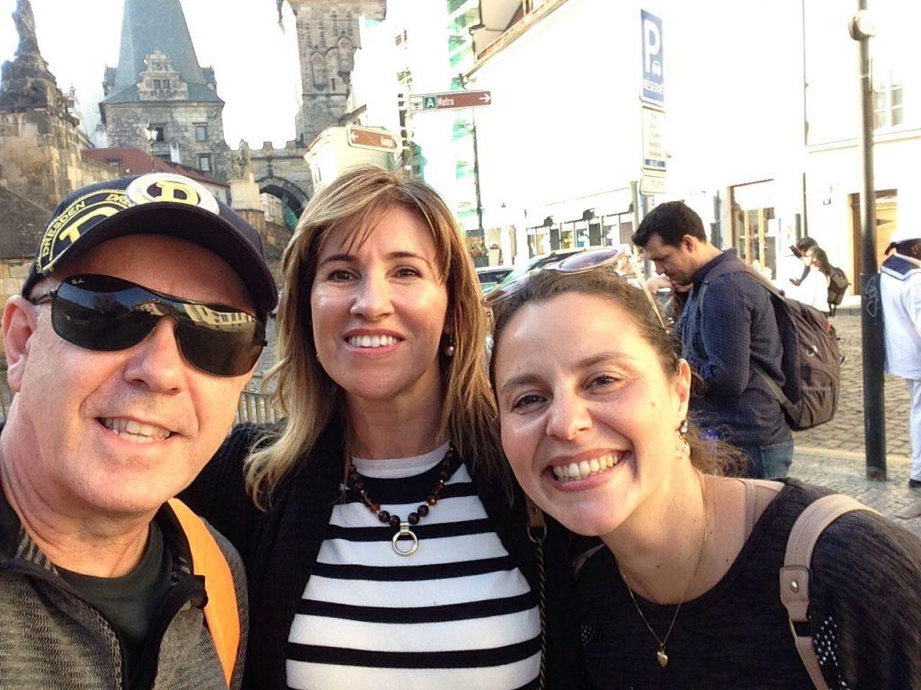 Ralf e Sandra, clientes do Praga Boêmia, comigo pela chamada Veneza de Praga