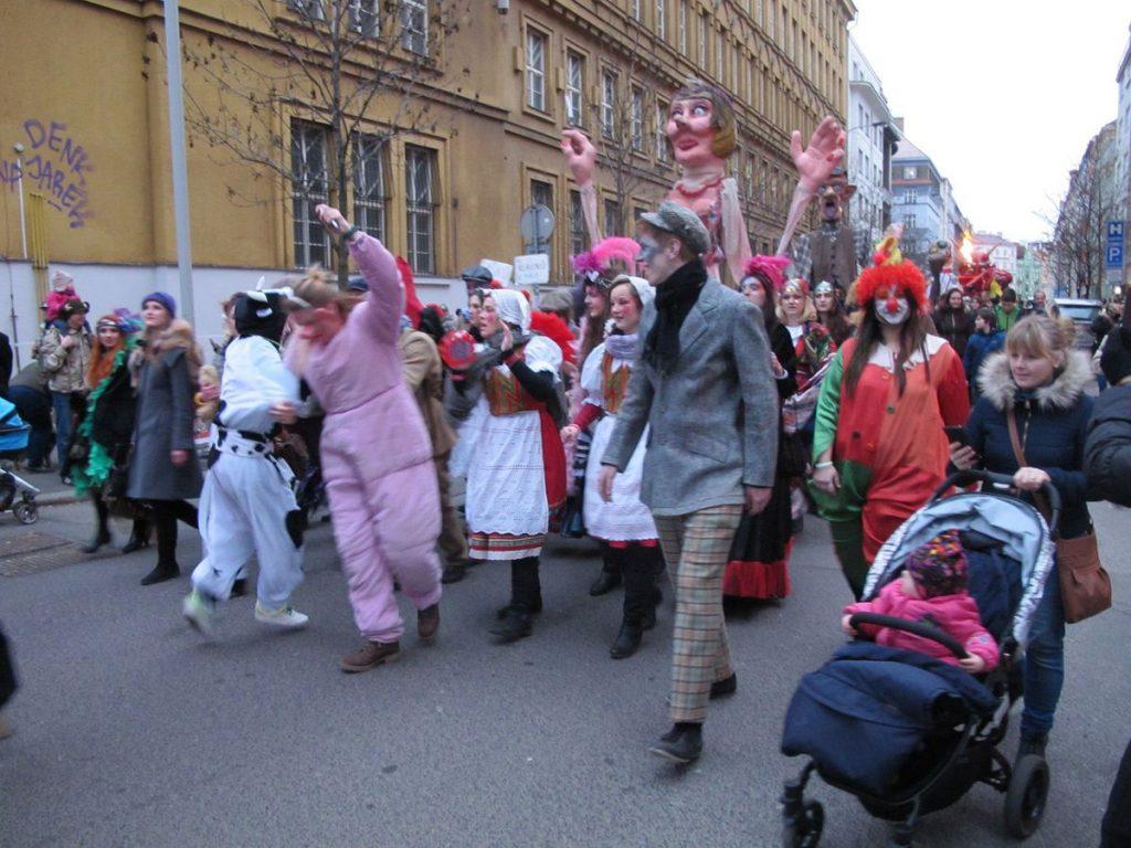 Desfile de Carnaval típico da República Tcheca